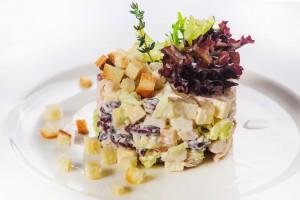 1025 / Салат с куриной грудкой сыром и фасолью