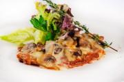 Свинина запеченная с грибами и сыром 200гр-250р