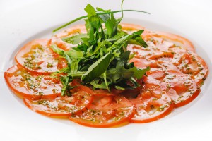 7502/Карпаччо из томатов под соусом песто