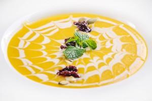 7504/Тыквенный суп по-нормандски со свеклой конфи